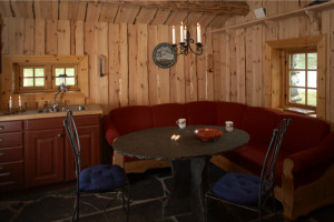 Sofakroken i hytta nr 1
