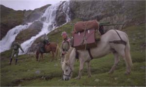 På vei heim med hest og kløv ved Brokefoss